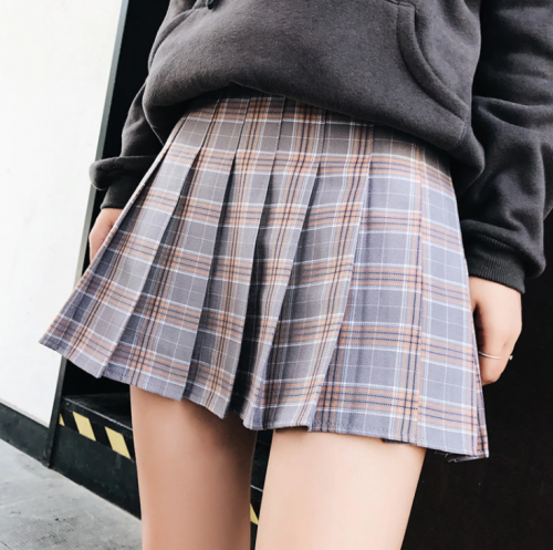 pleated plaid skirt grey
